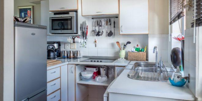 Πώς μπορεί μια μικρή κουζίνα να είναι όμορφη και λειτουργική;