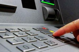 Τι θα γίνει αν βάλουμε ανάποδα το PIN μας στο ATM; - TECH